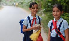 Школьная форма: халаты, сари и короткие юбки