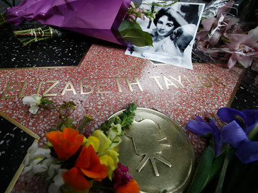 Звезда Элизабет Тейлор (Elizabeth Taylor) на аллее Славы