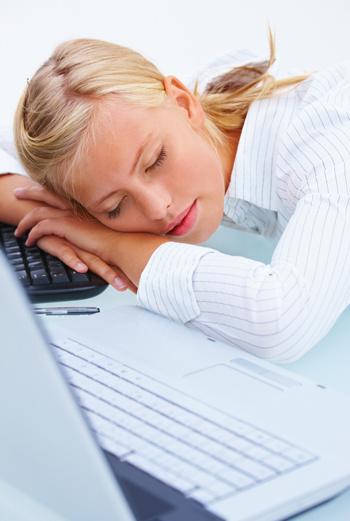 Послеобеденный сон – прекрасная традиция для офисных работников, особенно во время аномального повышения температуры.