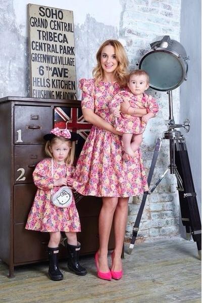 Платье для мамы - 6200 р.; платье для ребенка - 2300 р.