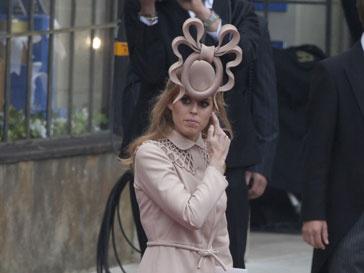«Рогатую» шляпу принцессы Беатрис продали на eBay