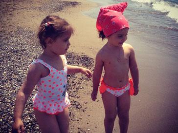 Дочка Ксении Бородиной Маруся и ее подруга Николь наслаждаются морем