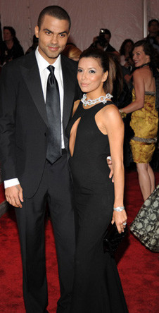 Ева Лонгория (в Diane von Furstenberg) с мужем Тони Паркером