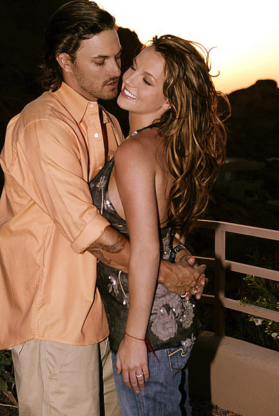 Бритни Спирс и Кевин Федерлайн – кадр из фотосессии, относящейся к лучшим временам пары (май, 2005)