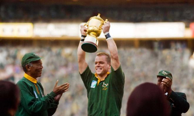 Четырехкратный обладатель «Оскара» Клинт Иствуд рассказывает вдохновляющую и реальную историю о том, как президент ЮАР и игрок в регби прилагают все усилия ради объединения их страны.