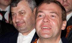 Дмитрий Медведев стал соавтором учебника