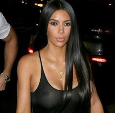 Опять за свое: Ким Кардашьян показала грудь без лифчика