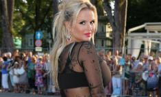Анна Семенович вышла на красную дорожку без белья