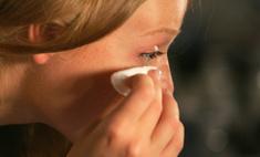 Как снимать макияж с глаз: советы на всякий случай