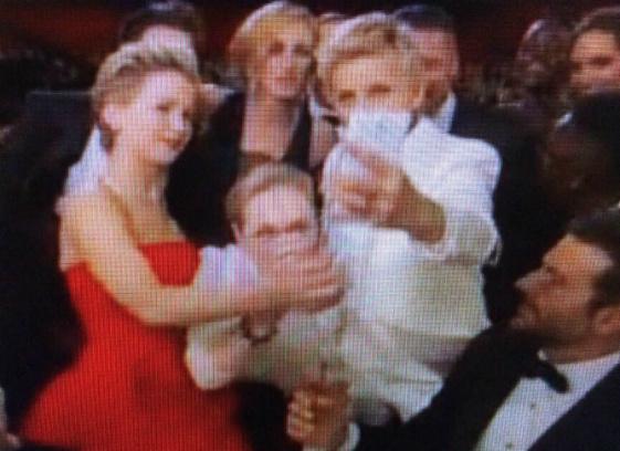 """Звездное селфи на церемонии """"Оскара"""""""