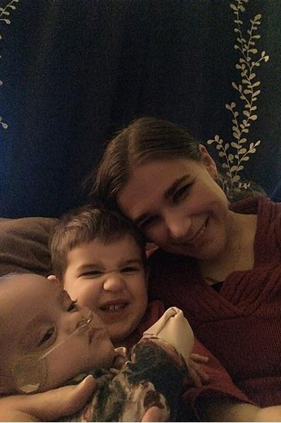 Недоношенная девочка весом в 400 грамм выжила и вернулась домой на Рождество