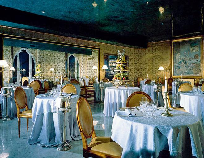 В ресторане отеля Bauer Il Palazzo традиционные венецианские интерьеры.