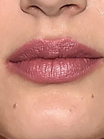 Полные, маленькие губы («бантиком»)