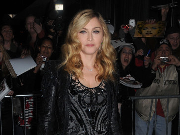 Мадонна решила не заказывать вино в ресторане, а принесла его с собой