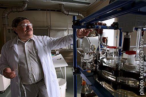 Александр Байдусь пытается производить инсулин в России, а его бывшие коллеги преподают в зарубежных университетах.