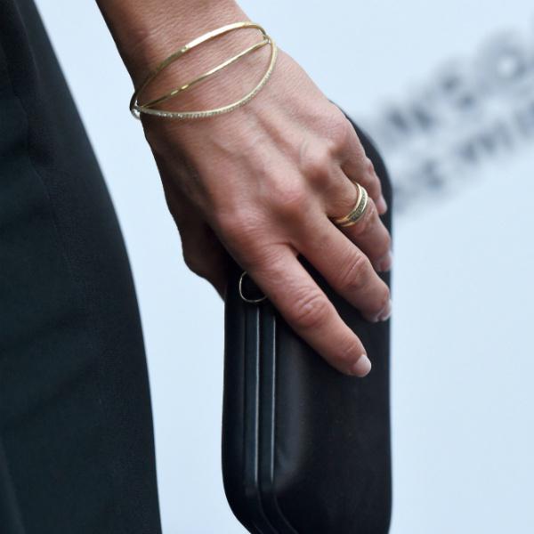 Дженнифер Энистон показала обручальное кольцо