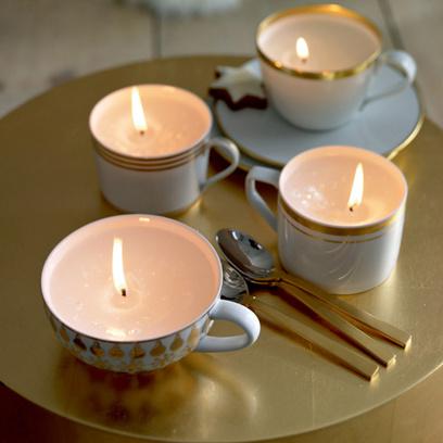 Если возникли проблемы с подсвечниками, используйте чайные чашки.