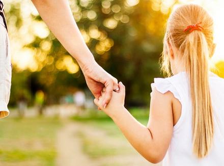 Как воспитать в ребенке безопасную привязанность