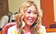 Анита Цой построила «пряничный» дом для мамы