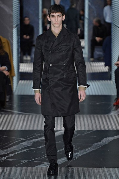Бренд Prada представил на Неделе мужской моды в Милане сразу две коллекции | галерея [2] фото [17]