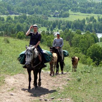 Лошади карачаевской породы имеют спокойный характер, они не боятся высоты и рокота горных рек.