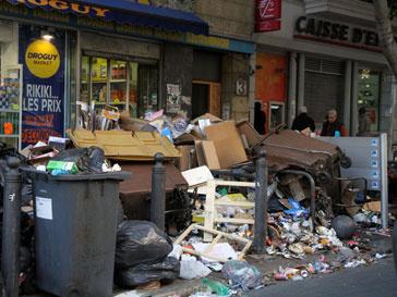 Улицы Марселя заполнены мусором