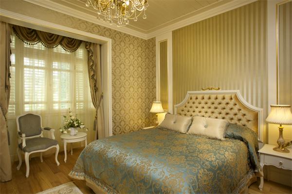 Интерьер спальни в золотом цвете фото