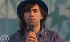 Редкое видео: волосатый и худой Иосиф Пригожин выступает на стадионе в 1991 году