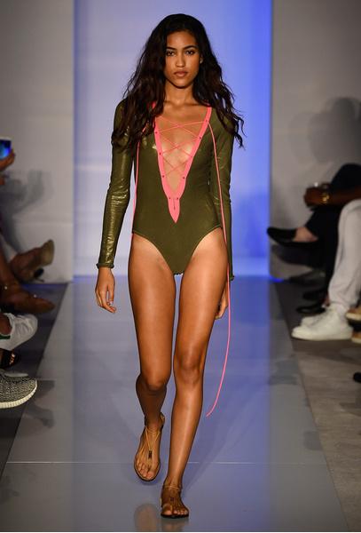 50 самых сексуальных купальников с Недели пляжной моды в Майами | галерея [1] фото [30]