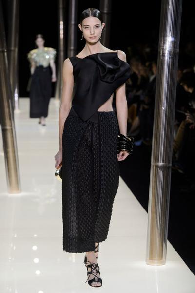 На Неделе высокой моды в Париже прошел юбилейный показ Giorgio Armani Prive | галерея [1] фото [14]
