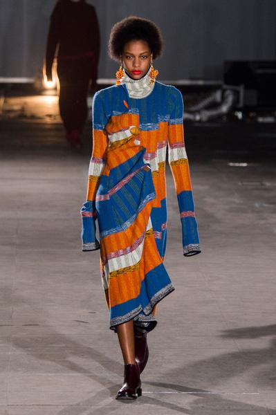 Самые красивые образы Недели моды в Лондоне | галерея [1] фото [65]