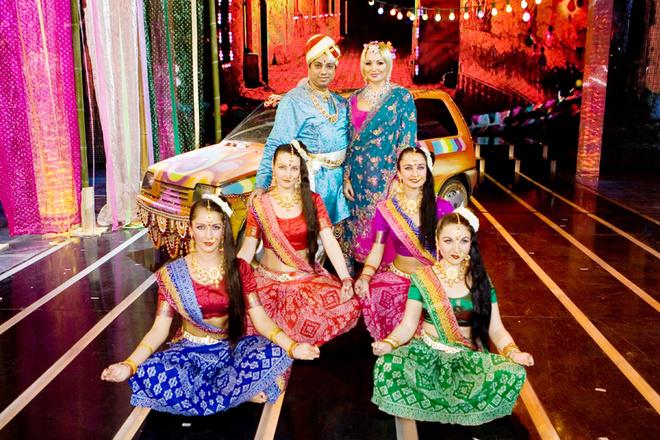 Для номера Кати Лель, которая решила исполнять знаменитую индийскую песню «Джимми-Джимми», режиссерам пришлось искать индуса-танцора.