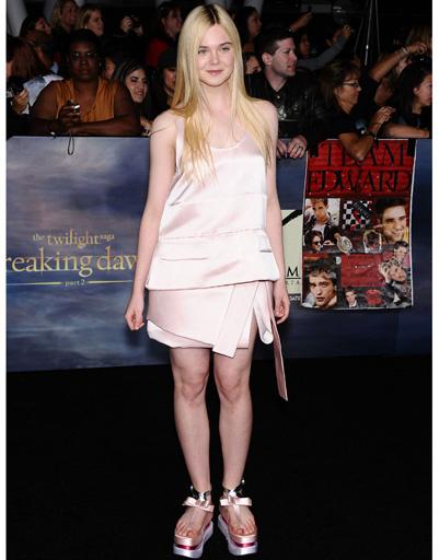 """Элль Фэннинг (Elle Fanning) на лос-анджелесской премьере """"Сумерки. Сага. Рассвет. Часть 2"""""""