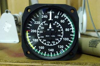 Если вы летите на гражданском самолете, например Боинг-737, придерживайтесь скорости в 200 узлов (370 км/ч).