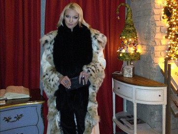 Анастасия Волочкова не скрывает своей страсти к меховым изделиям