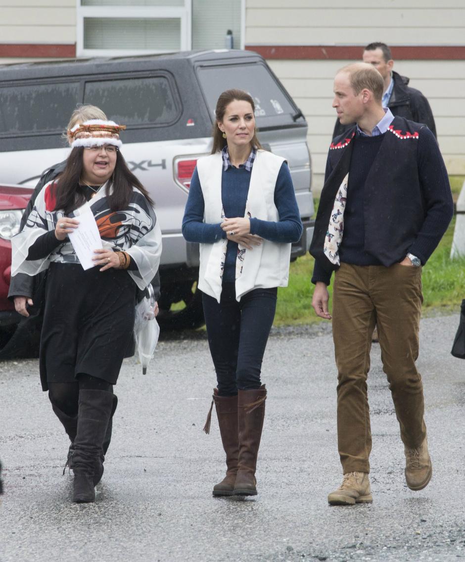 Безукоризненная Кейт Миддлтон вкрасном одеяние Preen byThornton Bregazzi— Вдохновение дня