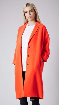 Пальто с заниженным плечом