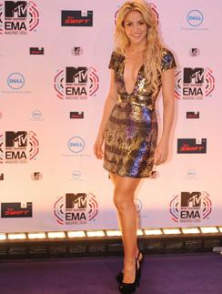 Для красной ковровой дорожки Шакира выбирает короткие платья с пайетками