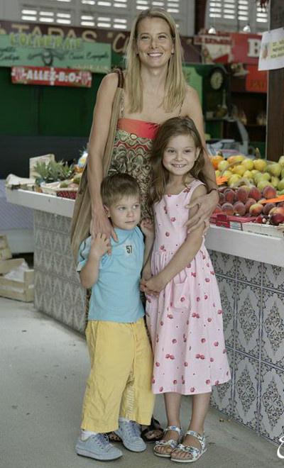 Юлия Высоцкая с детьми фото