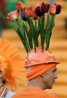 Тюльпаны - символ Голландии, даже если они растут... на голове!