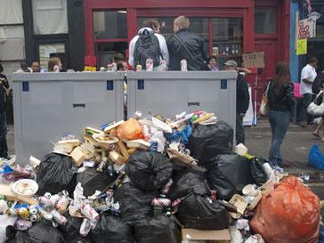 За свою работу в новогодние дни мусорщики потребовали денежную надбавку