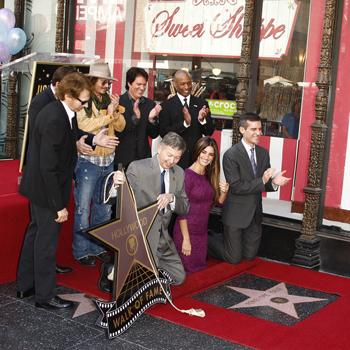 Пенелопа Крус (Penelope Cruz) на церемонии закладки звезды на «Алее Славы». 01.04.2011, Лос-Анджелес.