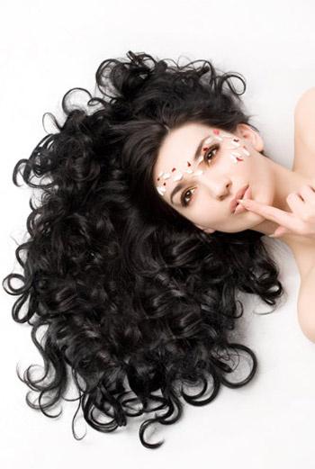 Особое внимание уделите волосам. Пара процедур – и вы получите здоровые, блестящие волосы.