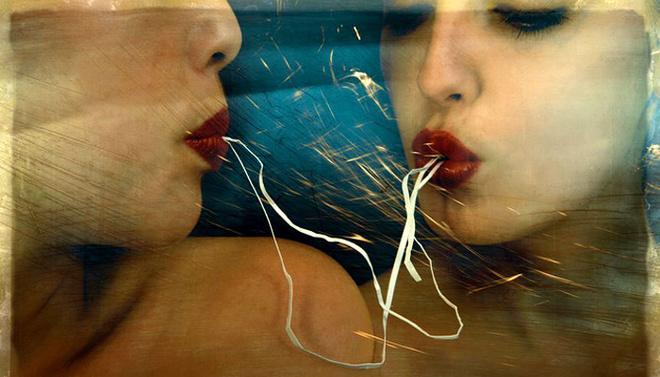 Излюбленное средство выражения для Жидлицки - традиционная аналоговая фотография, основной объект съемки - человеческое тело, в основном женское. Но как в технике, так и в жанре nude Жидлицки оригинален и ни на кого не похож.