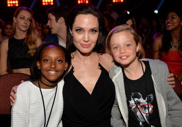 Анджелина Джоли с детьми Захарой и Шайло