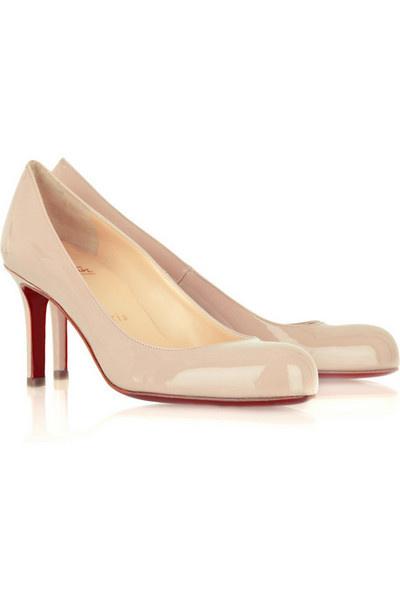 Туфли на невысоком каблуке.