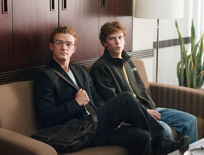 В фильме «Социальная сеть» Паркера (слева) сыграл Тимберлейк, а Цукерберга – Джесси Айзенберг.