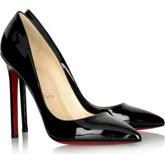 Классические черные туфли.