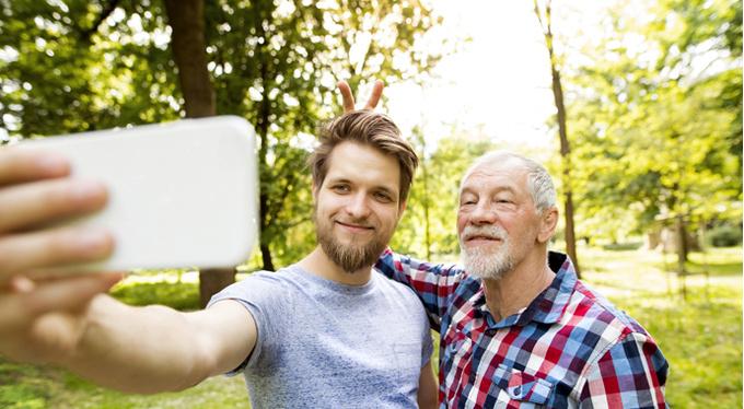 Как помочь пожилым родителям не чувствовать себя одинокими