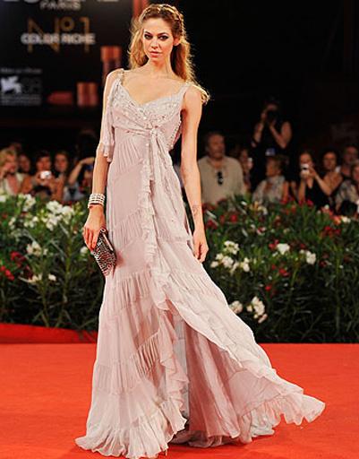 Аналет Типтон (Analeigh Tipton) на церемонии закрытия 68-го Венецианского кинофестиваля